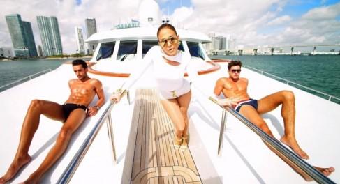Jennifer-Lopez-I-Luh-Yah-Papi-2-830x450